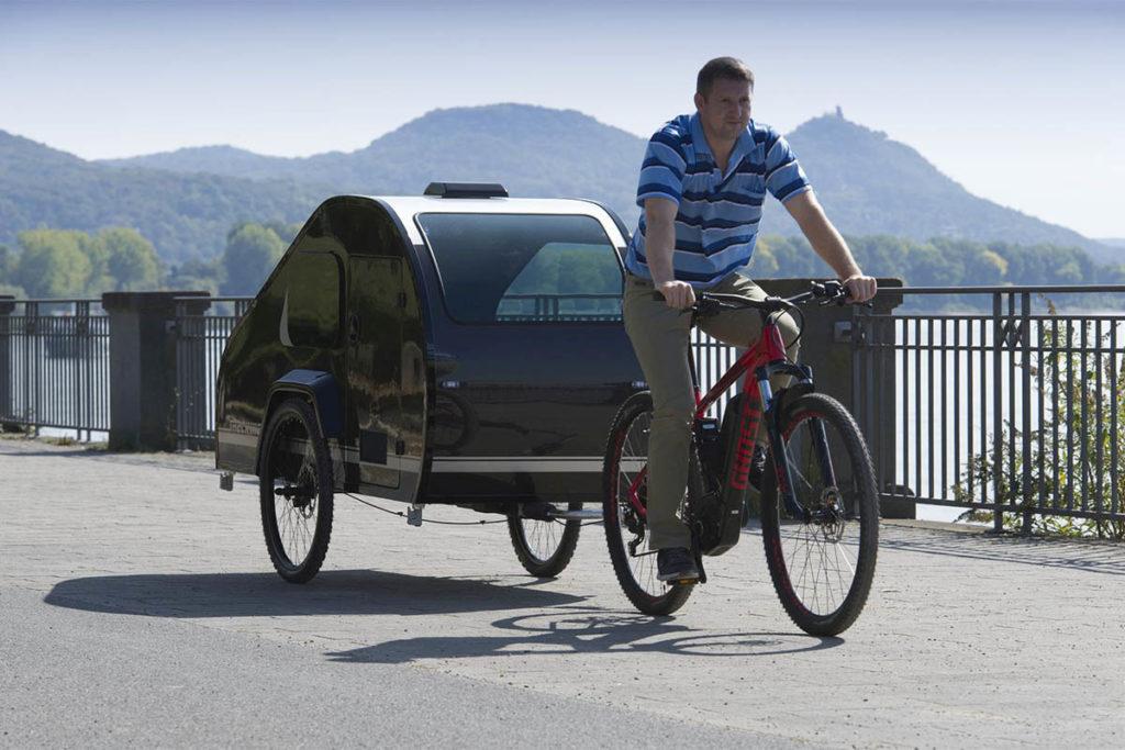 Unterwegs mit dem Fahrradwohnwagen Mody Trekking für E-Bikes